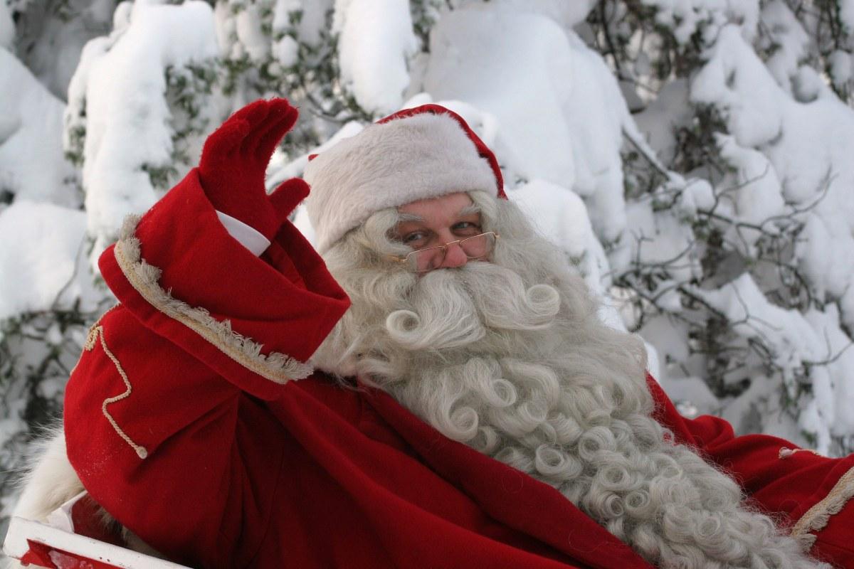 Visit Finland:国営放送でもサンタクロースがプレゼントを届けに出発する様子が報じられます。