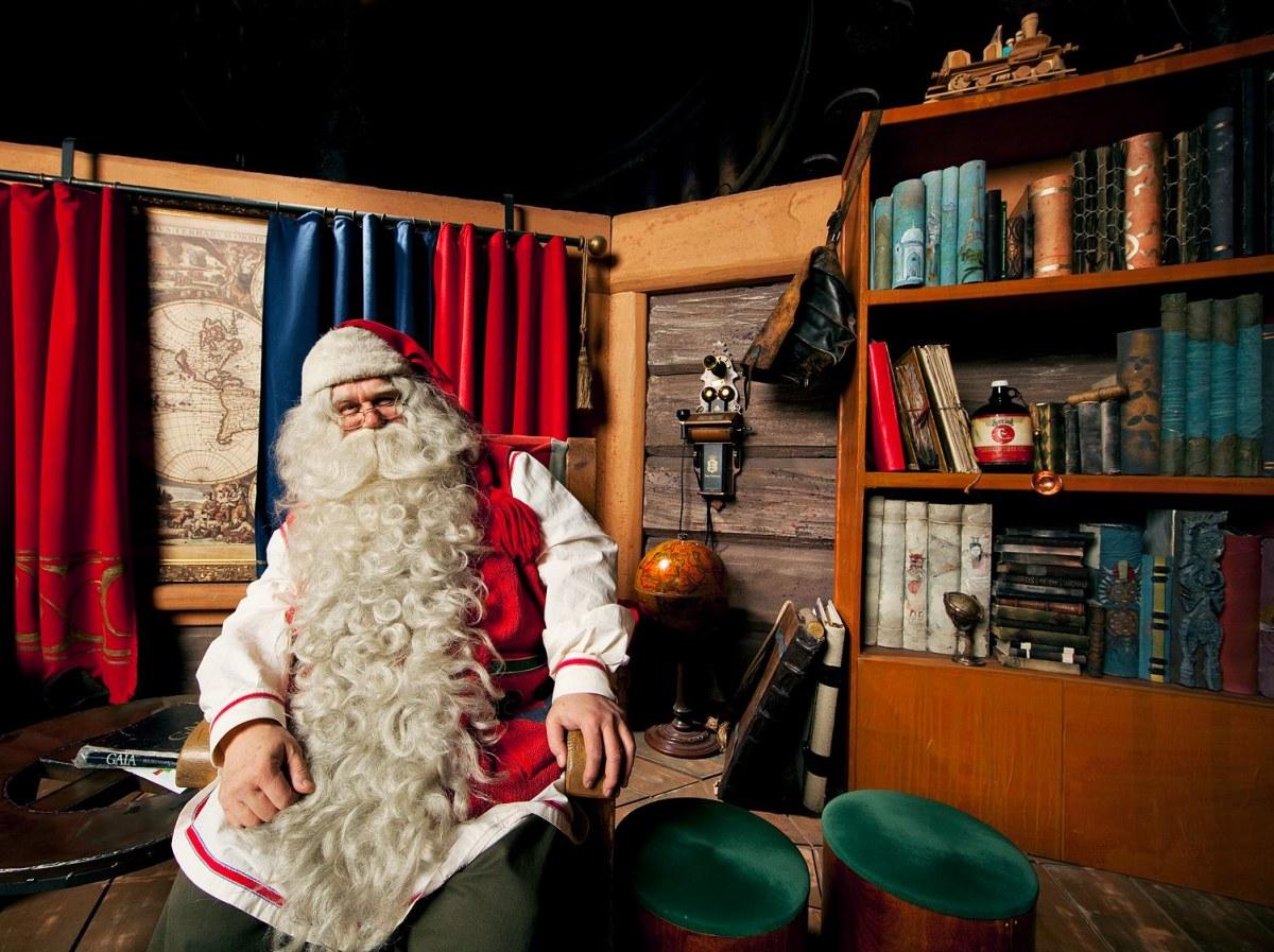 Photo: Riku Pihlanto/Visit Finland サンタクロース村で会えるフィンランドのサンタさん