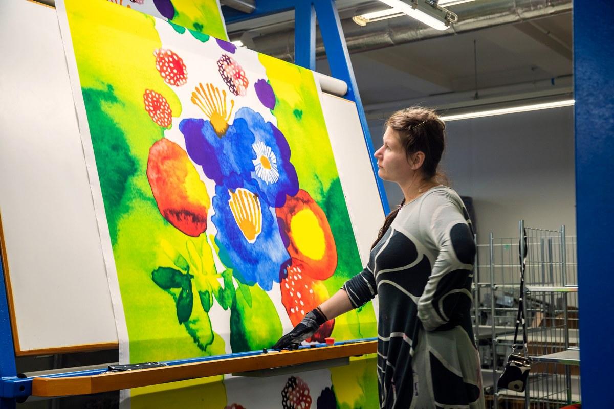 (c) Helsinki Marketing : 鮮やかな色と大胆な柄がひきつけるMarimekkoのテキスタイル。個性豊かなデザイナーたちが生み出す様々なパターンとカラーバリエーション数々に、誰もがお気に入りを見つけてしまう。