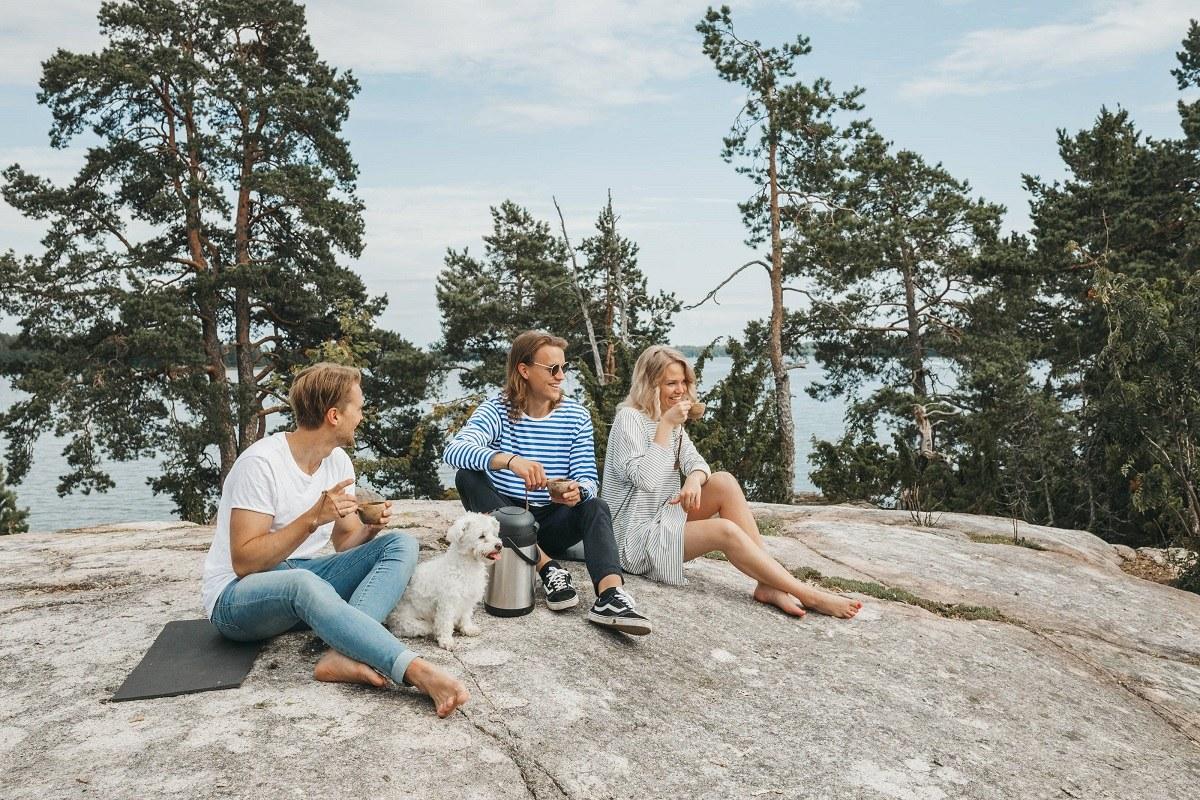 「世界一幸せな国なんだってさ」「へー」「まぁ、そうかもねぇ……」Photo: Emilia Hoisko / Visit Finland