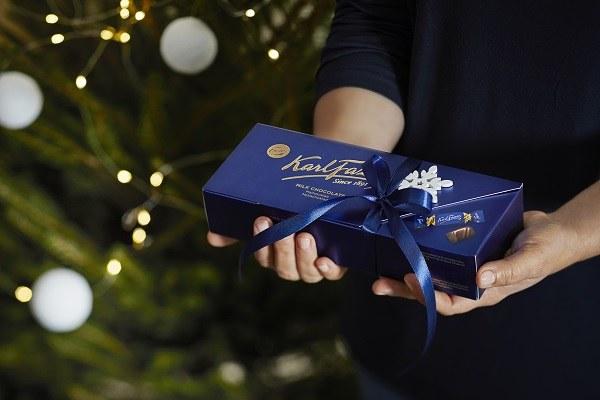 Photo: Laura Riihelä / Fazer クリスマスに各方面からいただく「ムダナテイコウハヤメロ」というメッセージ