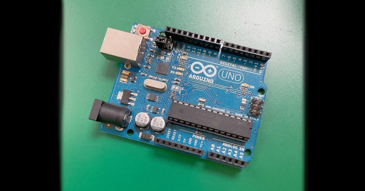 "Arduino <a href=""https://www.arduino.cc"">公式サイトは👉コチラ</a>"