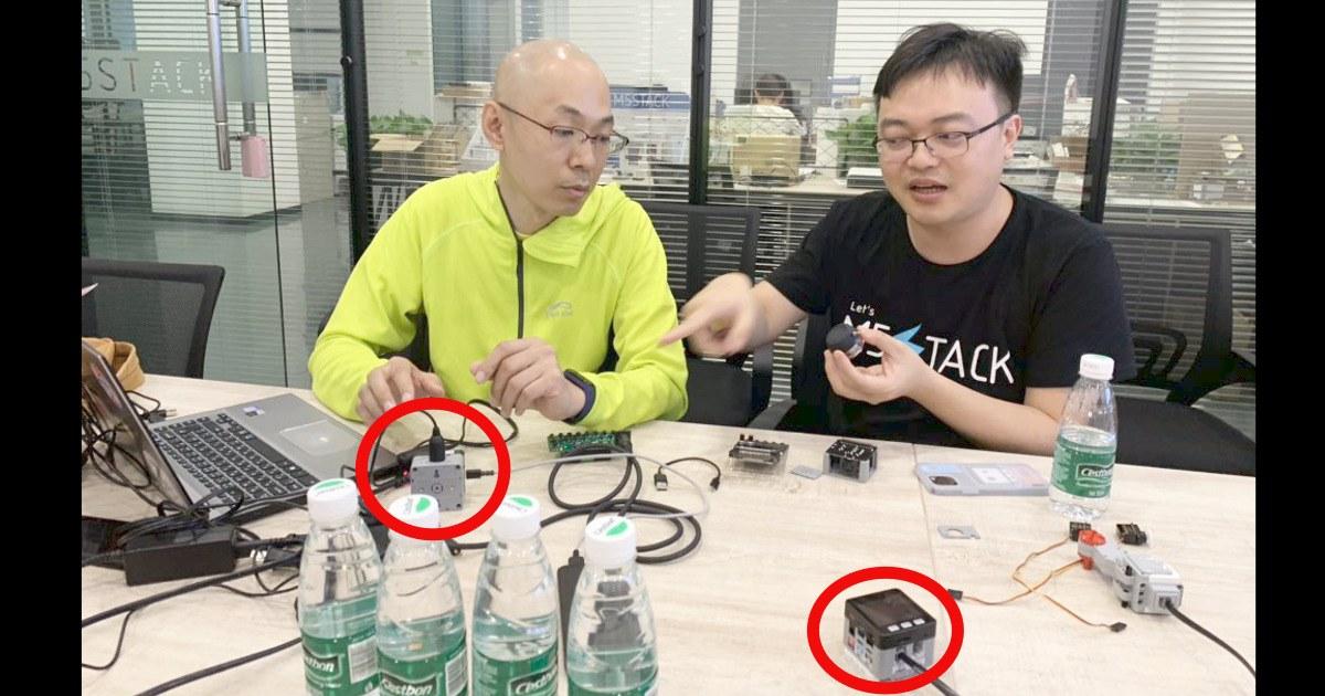 necobit カワヅ👨🦲と M5Stack社CEO Jimmy Lai。赤丸は MIDIモジュール 2 のサンプル。