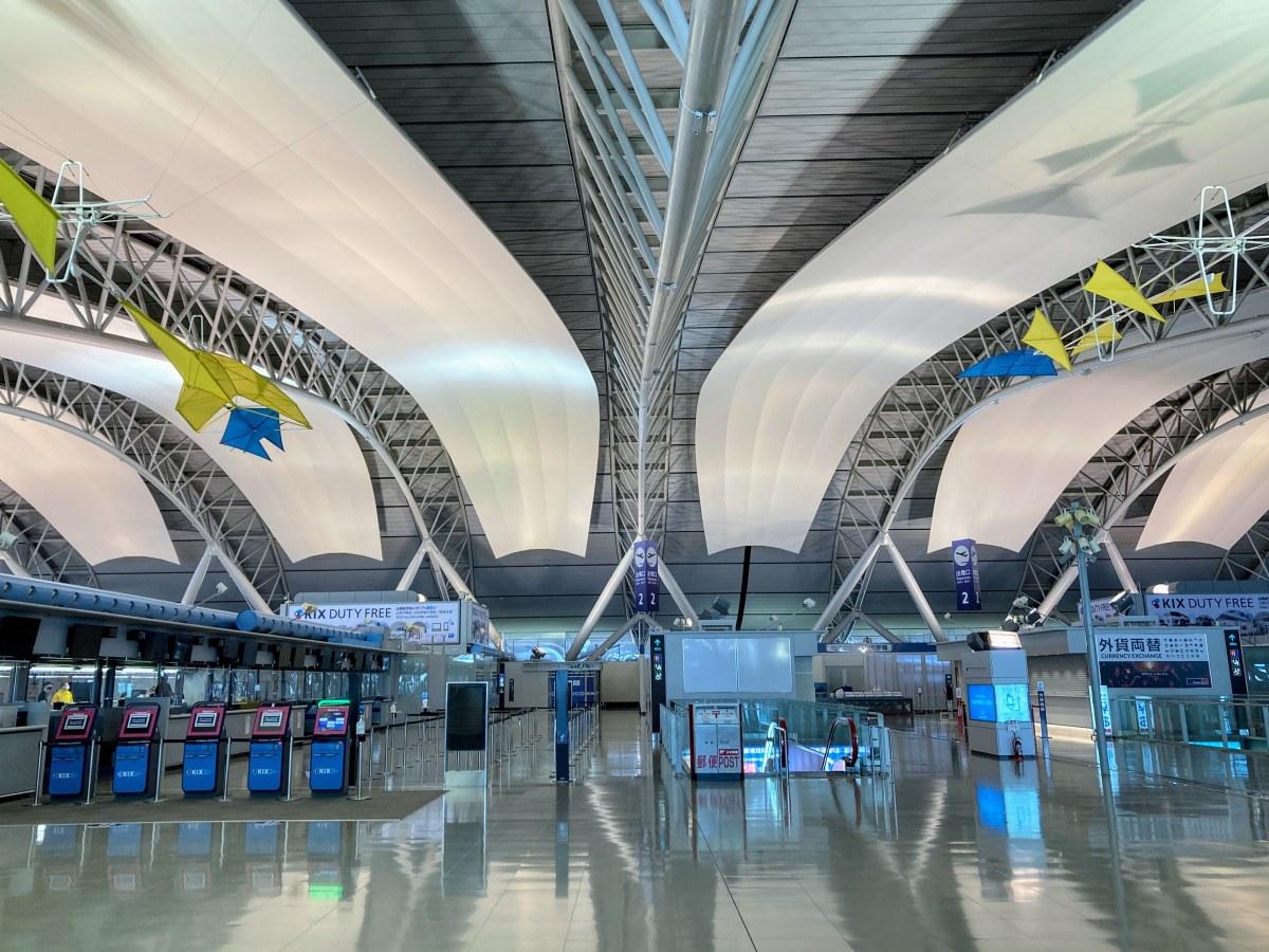 関西空港は驚くほど人がいなくてとても閑散としていました